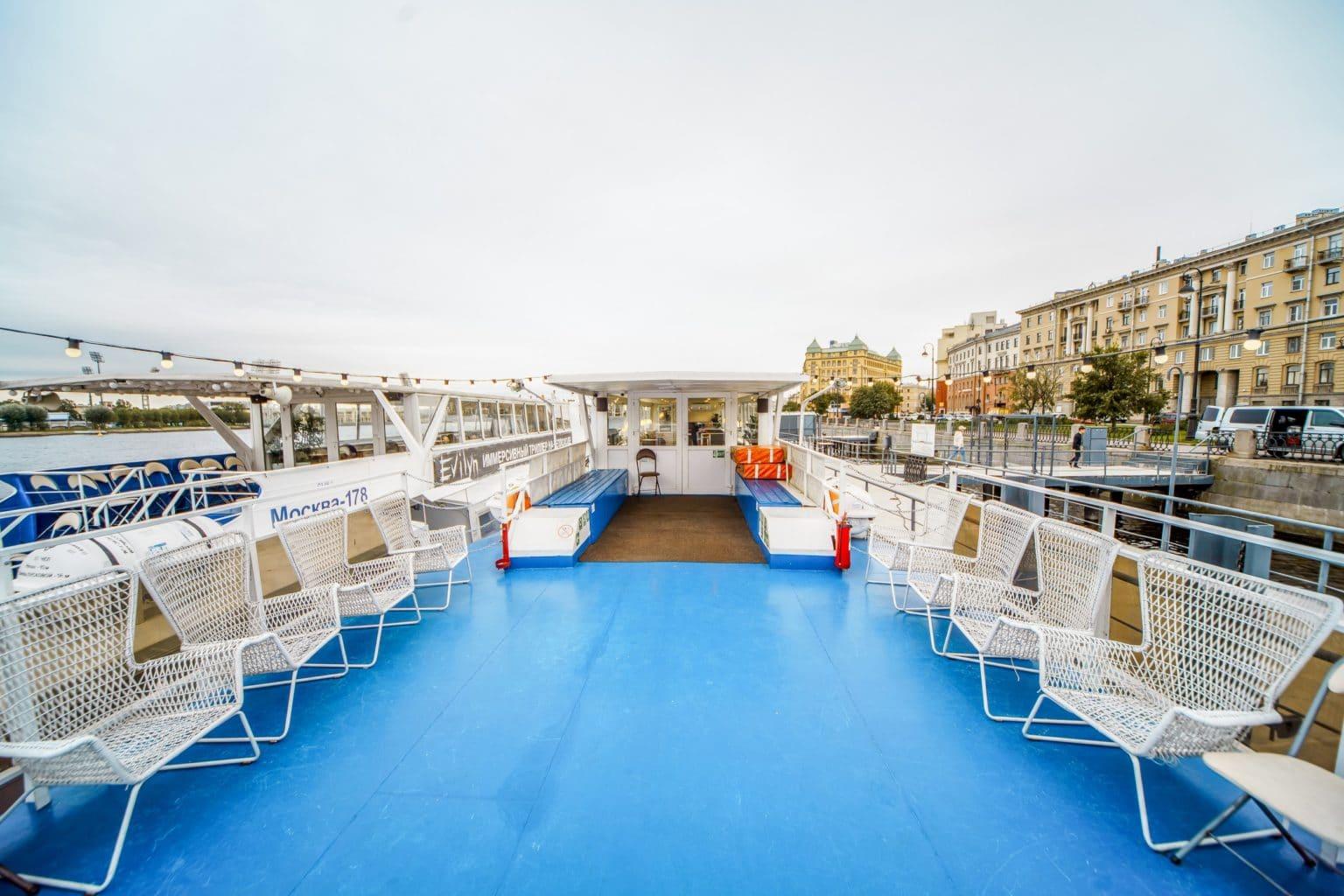 Теплоход Чайка - фото открытой палубы